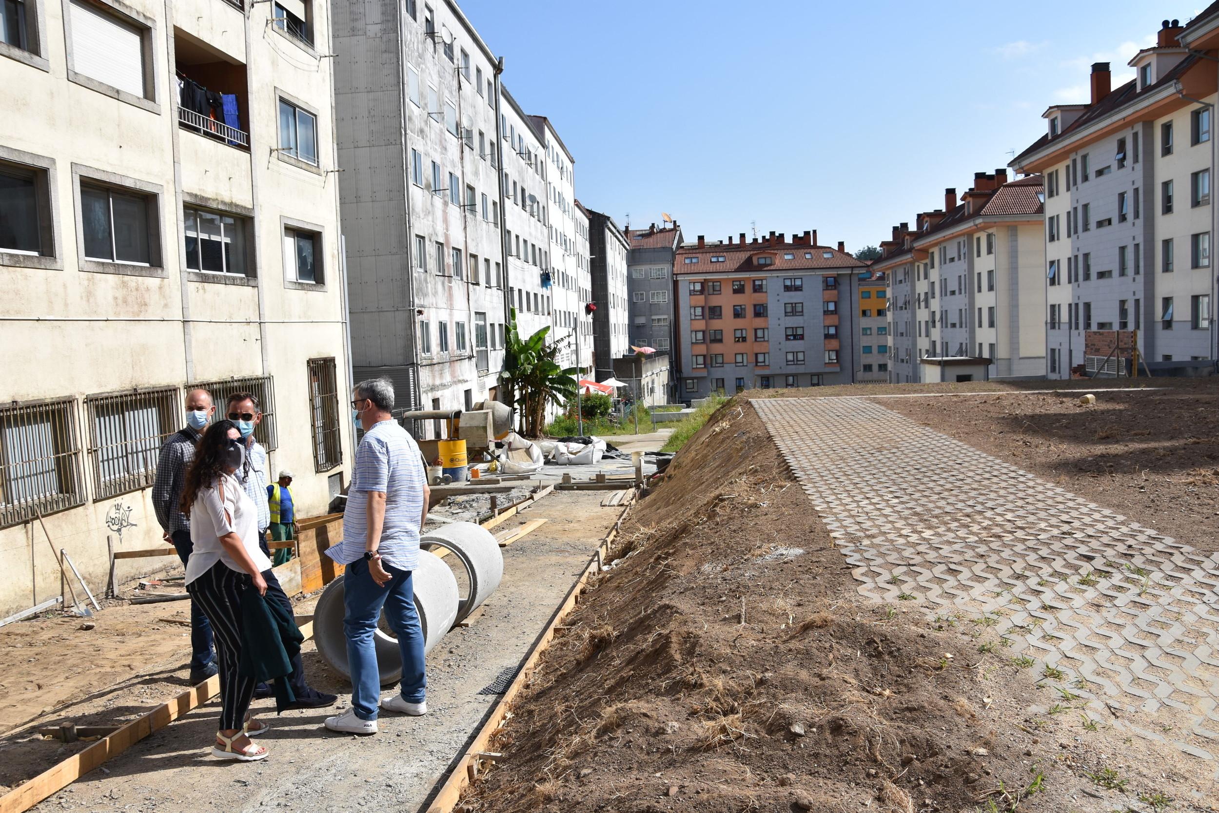Imaxe da visita ás obras para arranxar a urbanización do PM5-03