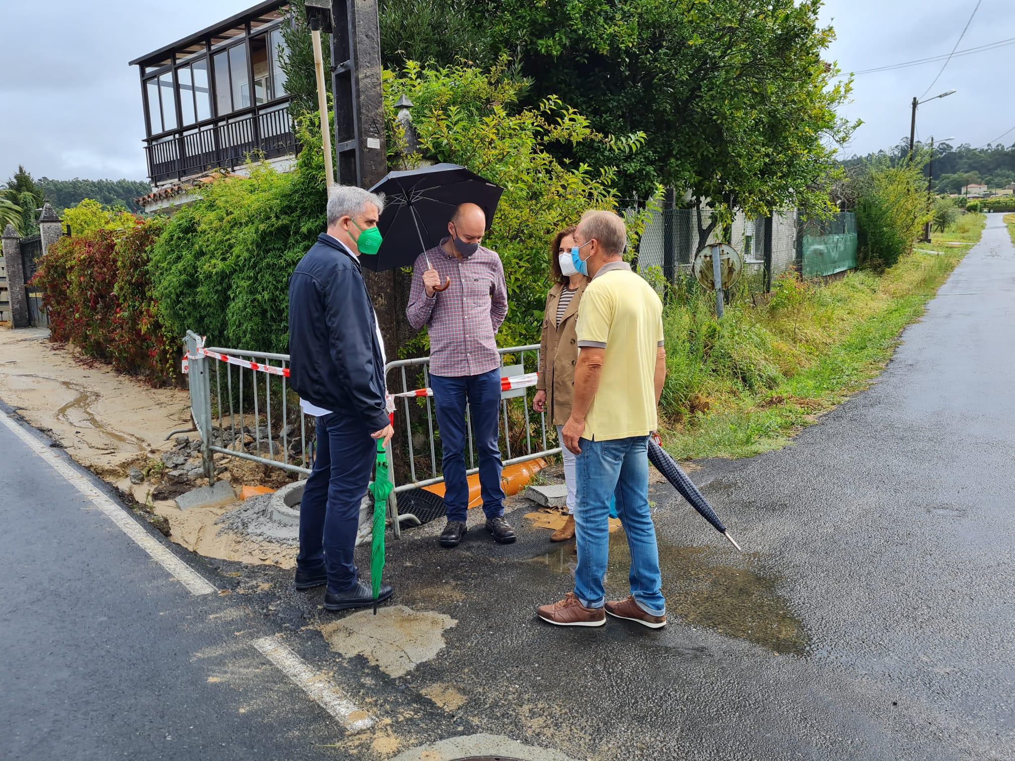 O alcalde de Ames visitou as obras da senda entre Outeiro e Costoia