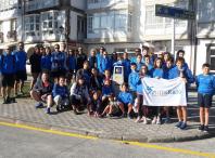 Os rapaces e rapazas participantes no Campus do club de atletismo Millaraio percorreron o tramo de Camiño entre Corcubión e Fisterra