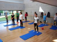 Imaxe dunha clase de pilates no anexo da Casa da Cultura de Bertamiráns