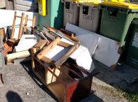 vertedoiro incontrolado restos de mobles