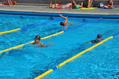 Imaxe da piscina municipal descuberta do Milladoiro