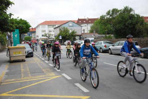 Alumnado do CEIP Agro do Muíño durante a Semana da Bicicleta