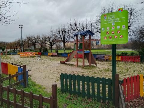 Imaxe do estado actual do parque infantil da Condomiña