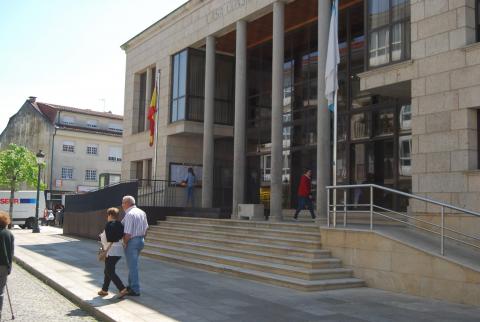 Imaxe da praza do Concello, en Bertamiráns