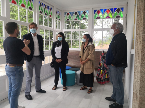 Imaxe da visita ás instalacións do centro de coworking do Pazo de Arenaza