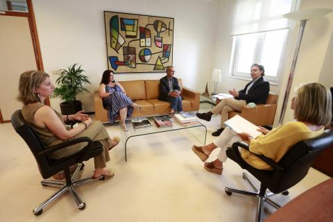 Imaxe da reunión mantida entre representantes da Xunta e do Fondo Galego