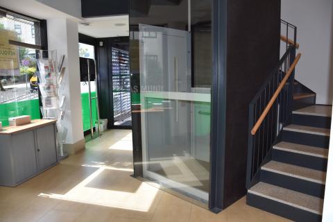 Imaxe do ascensor instalado nas Oficinas Xerais do Milladoiro