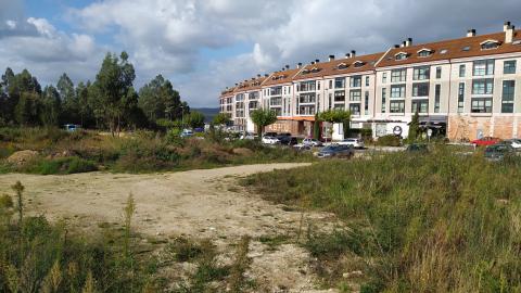 Imaxe da parcela onde se construirá o centro de ocio, cultura e promoción económica no Milladoiro