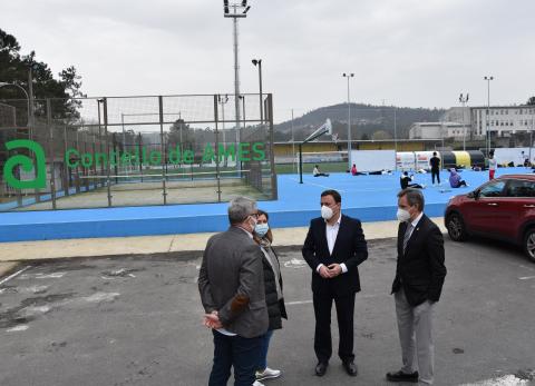 Imaxe da visita á área deportiva de Bertamiráns