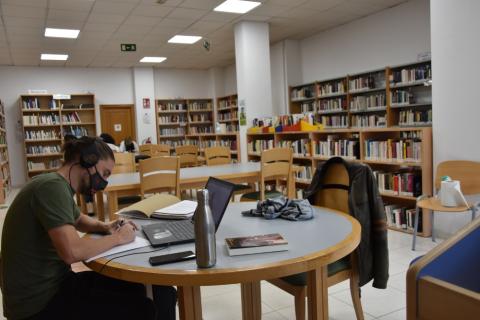 Ponse en marcha o Club de Lectura da Biblioteca do Milladoiro, con 22 participantes de idades e orixes diversas