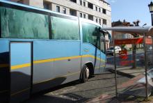 Parada de autobús situada na avenida da Maía, en Bertamiráns