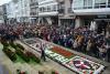 Numerosos veciños e veciñas encheron a praza do Concello para participar nas Prebadaladas de Aninovo