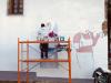 Imaxe de Yoseba Muruzabal traballando no mural.